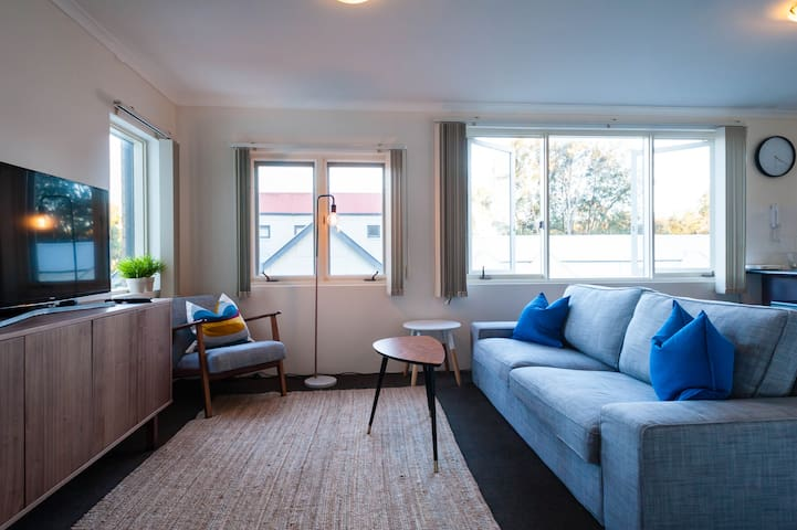 Light and Airy 1 Bedroom 6km to Sydney CBD - Birchgrove - Apartment