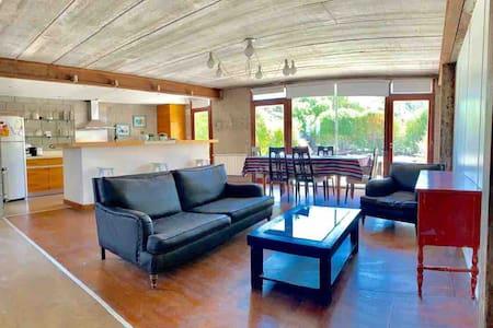 Luminosa casa, con jardín, pileta y mesa de Pool