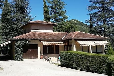 villa dans cadre verdoyant - Sospel