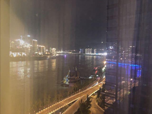 【开业特惠】解放碑隔江相望/超大落地窗江景房/星级酒店式公寓