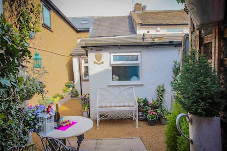 'Oh So Snug' Bijou cottage in picturesque Whalley
