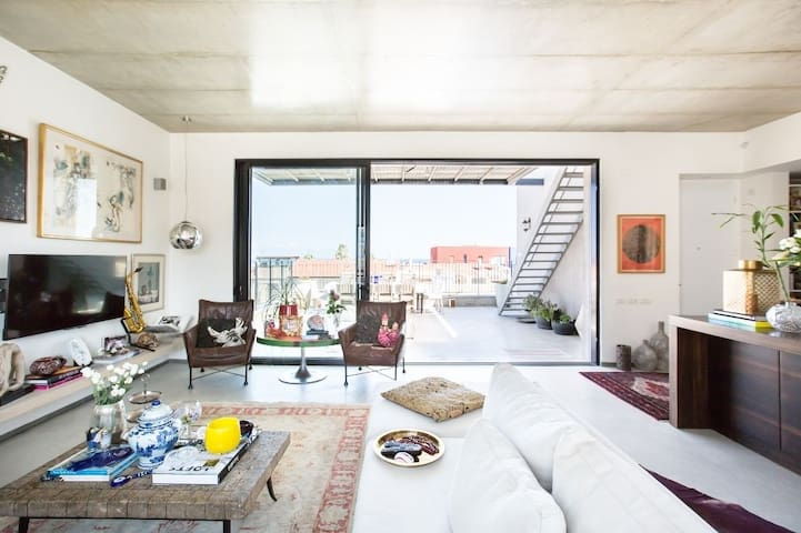 Photographed by Hila Ido. Showing the living room.