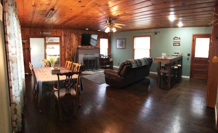 Cozy 2 BR/2BA  Cabin 8 on West Sugarloaf on Bullshoals Lake - PEACEFUL!