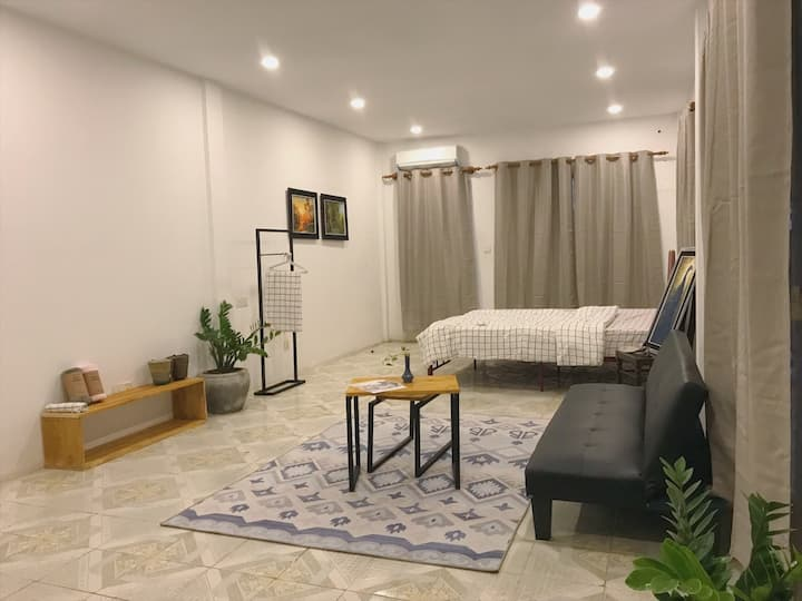 T1. ($290/month) KingBed Studio w/ Balcony+Kitchen