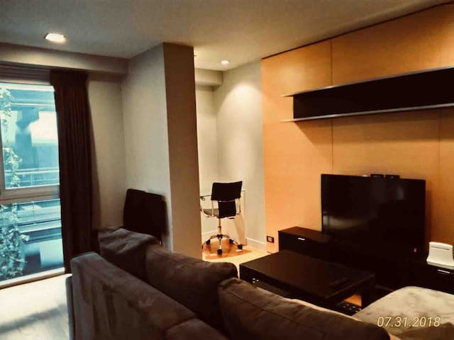 CBD Modern Luxury Suite 2BED80SQM 1minBTS FreeWifi