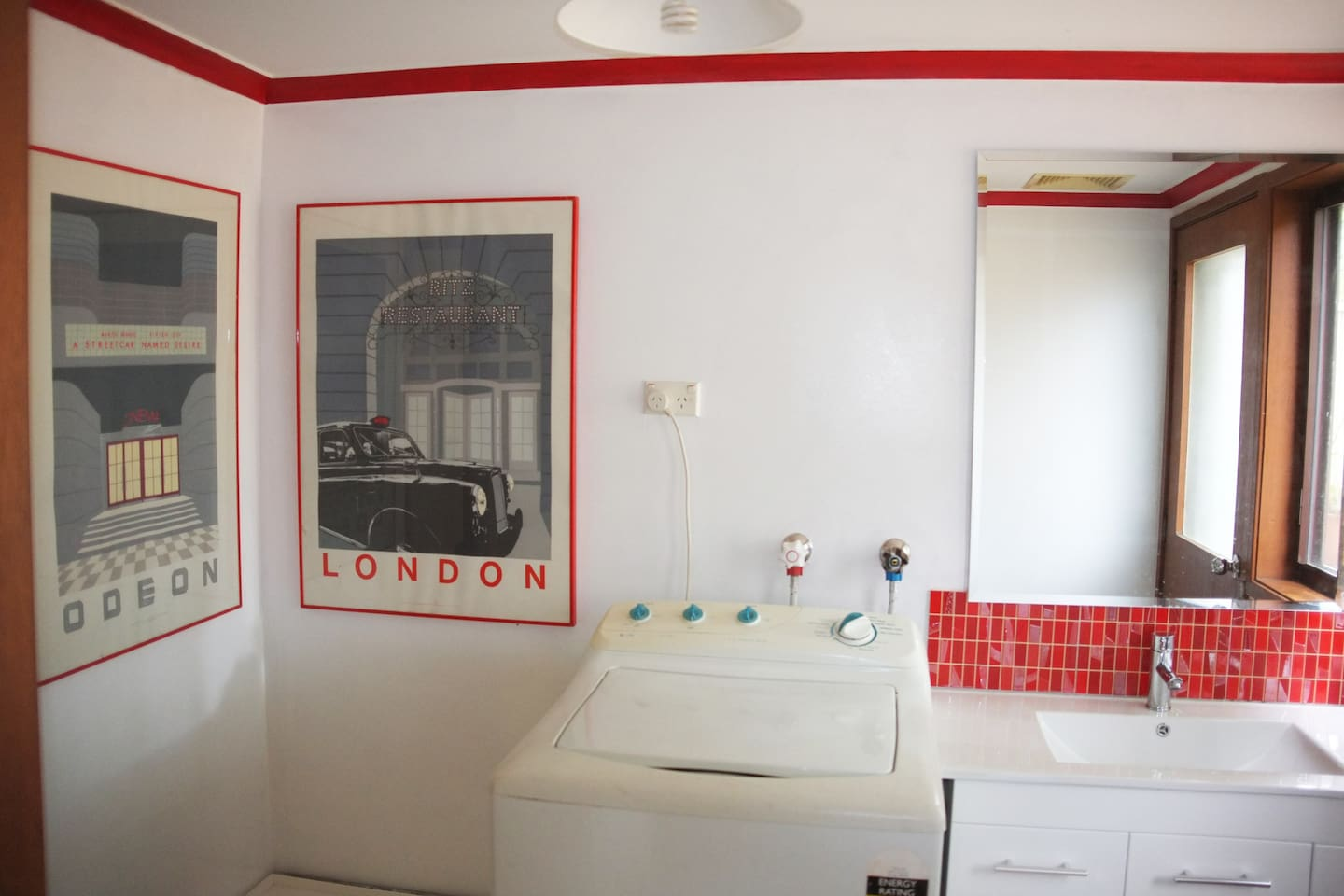Large Bathroom with shower, toilet, large mirror and washing Machine