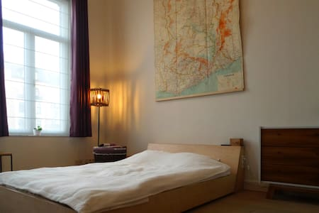 Vintage room in renovated duplex - Koekelberg - Apartamento