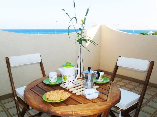 Panoramico appartamento fronte mare