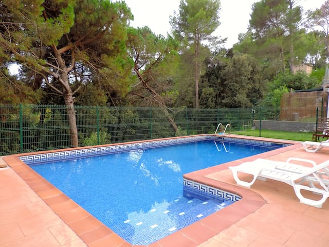 Beautiful home, outside Barcelona, 10+2 - Santa Eulàlia de Ronçana - Casa de camp