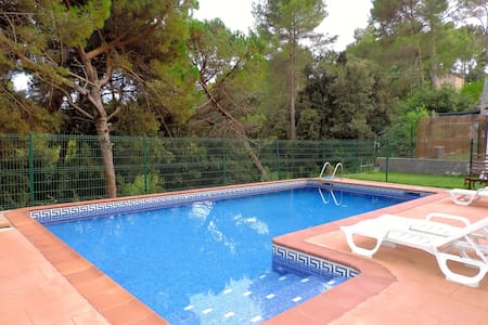 Beautiful home, outside Barcelona, 2 families - Santa Eulàlia de Ronçana - Villa