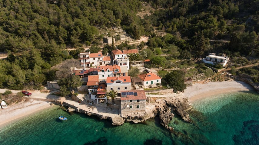Holiday Home Dalmatina, hidden Bay on Island Hvar - Gdinj - Holiday home