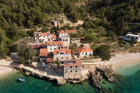 Holiday Home Dalmatina, hidden Bay on Island Hvar - Gdinj - Loma-asunto