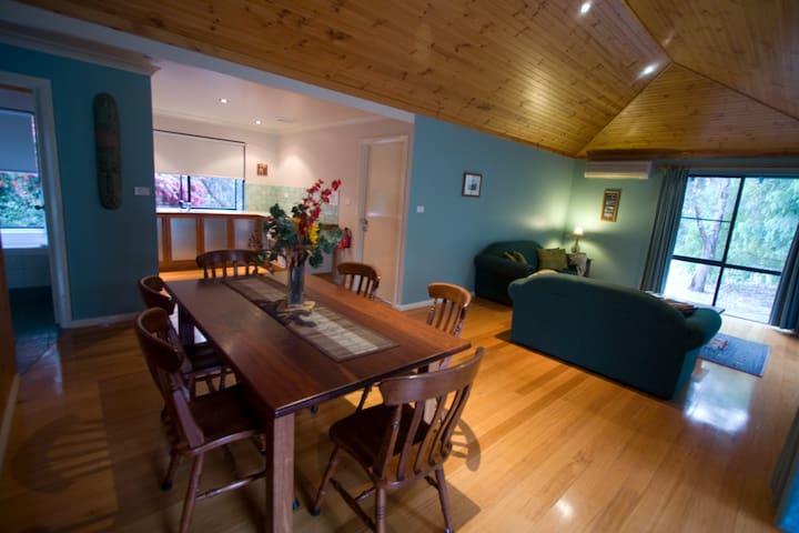 Ellensbrook Cottages - Corner For 6 - Burnside - Chalet