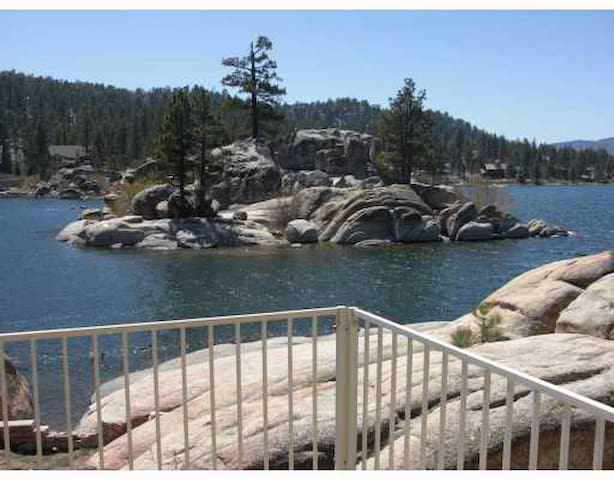 SCENIC LAKEFRONT WITH HOT TUB AT A GREAT PRICE! - Big Bear Lake - Casa