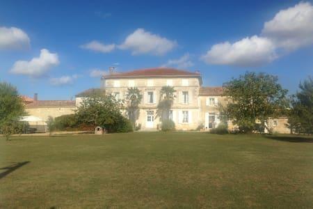 Gîte de charme proche de La Rochelle avec piscine - Saint-Saturnin-du-Bois