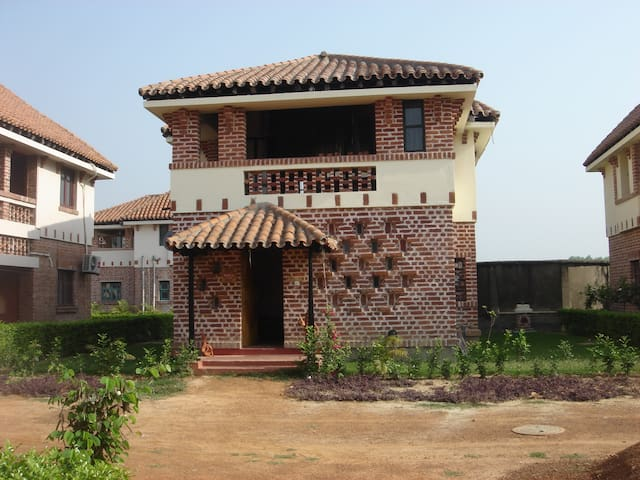 Fully Furnished 2 Bedroom Bungalow With Lawn