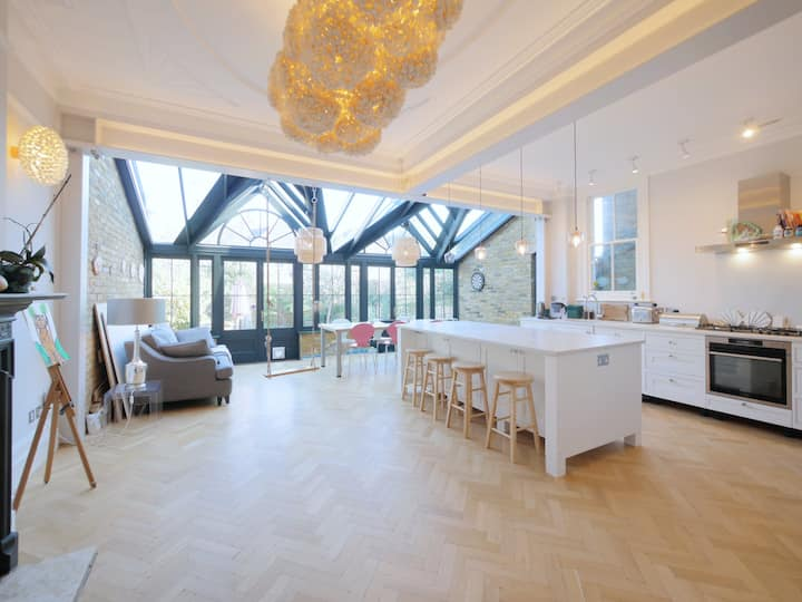 Stunning newly renovated large house in Kew