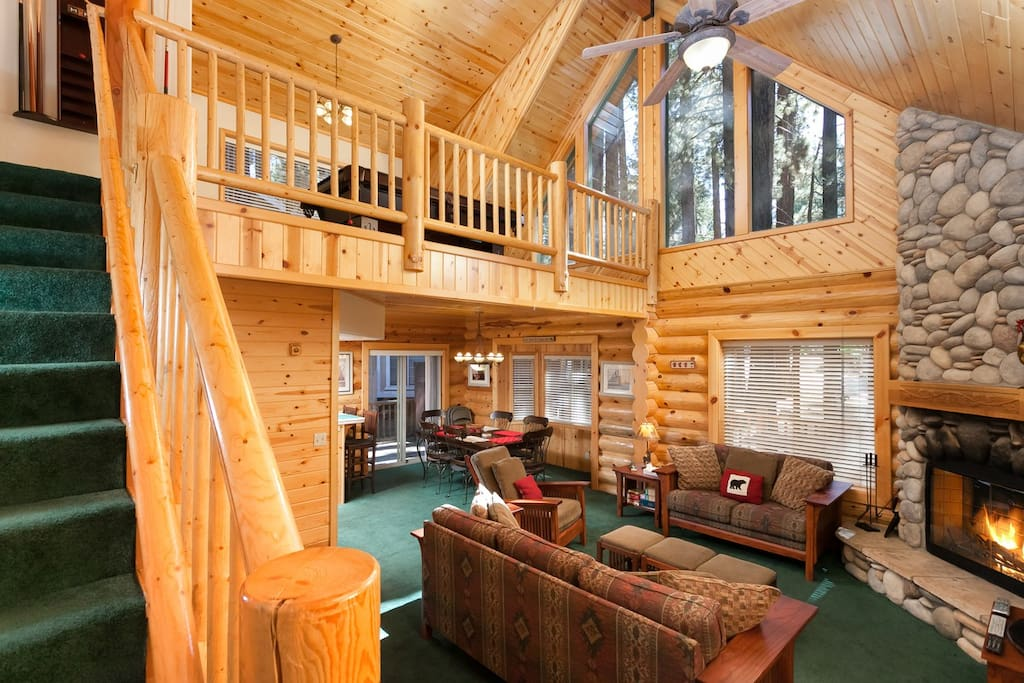 Summit Beauty. High   wood ceilings. Feels like your in a Swiss Chalet