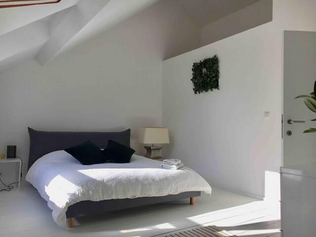 Grey Room - Châtelain XL Duplex avec Superhost