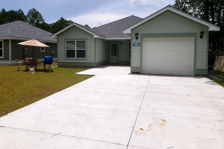 NEW LISTING! Family Vacation Home. Snowbirds deals