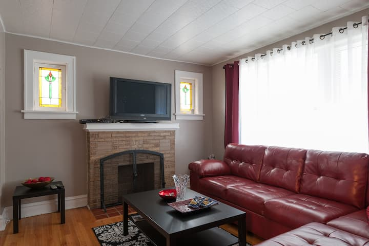 Spacious home, mins from Downtown, Quiet NBHD