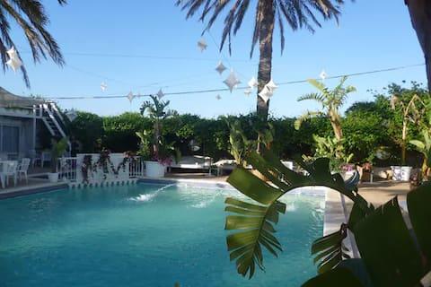Apartamento a 100 m. del mar y con piscina