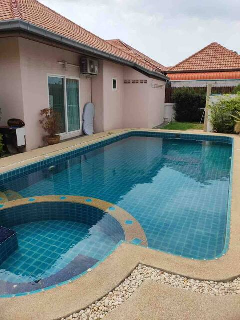 Pool villa and 15 min to walking street