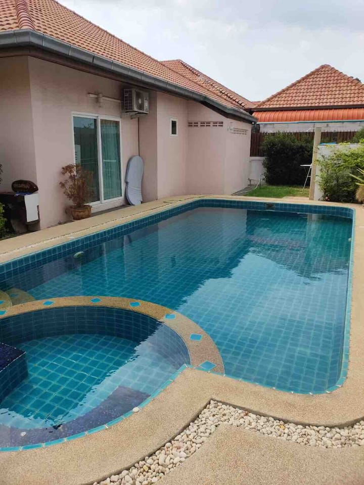 Pool villa and 15 min to walking street