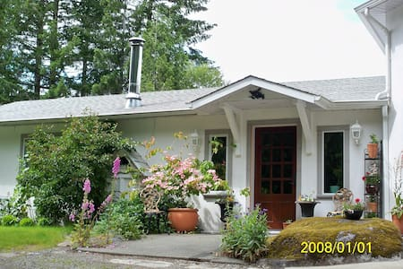 Mockingbird Hill Vacation Rental  - Port Alberni