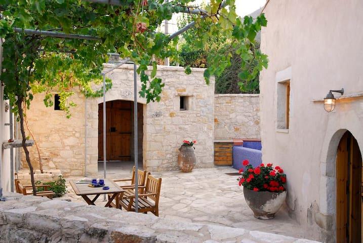 Lithos, traditional house, Creta 2 - Τζιτζιφές - House