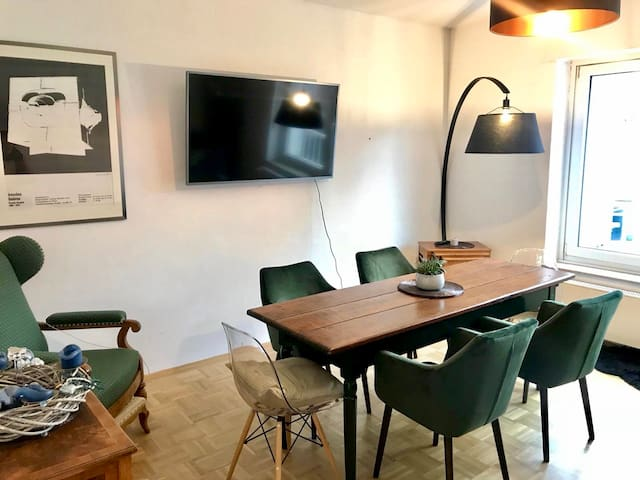 Cosy Room With Private Balcony In The Heart Of FFM