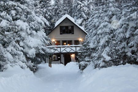 Classic Sugarloaf mountain ski chalet - Carrabassett Valley