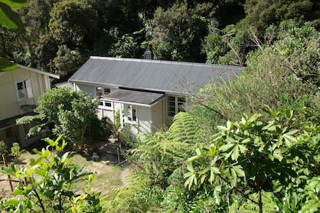 Amongst the birds and the bush - Lower Hutt - Bed & Breakfast