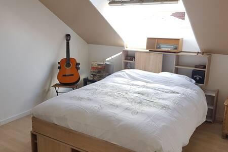 Chambre 2eme niveau d'un duplex SDB/WC privatifs