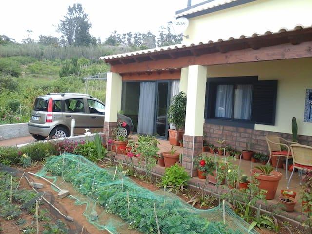 Aluga-se casa na Fajã Ovelha - Faja Da Ovelha - บ้าน