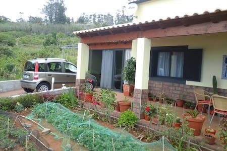 Aluga-se casa na Fajã Ovelha - Faja Da Ovelha - Casa