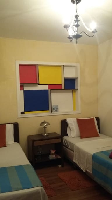 Ropa de cama, toallas, Kit de aseo y WiFi Gratis.