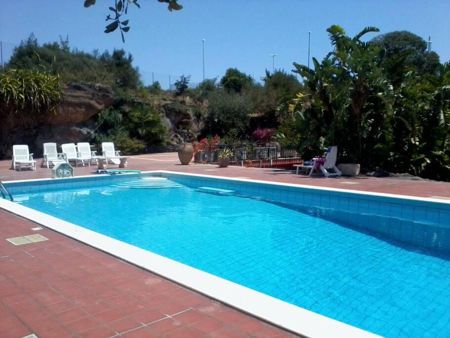 la piscina e il solarium
