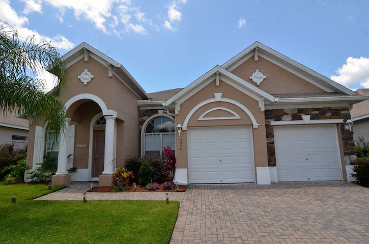 Beautiful 4 bed pool home, south facing pool - Davenport - Casa