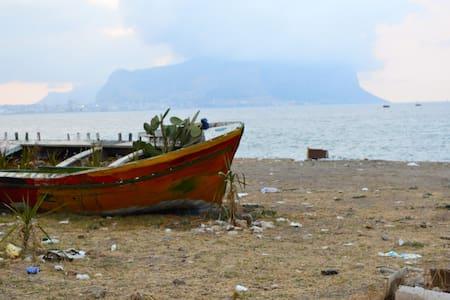 Accogliente casa con vista mare - Palermo - Casa
