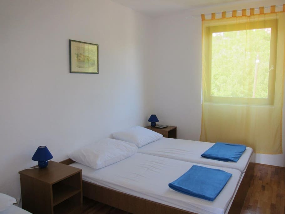 Bedroom (double bed with additiona single bed)