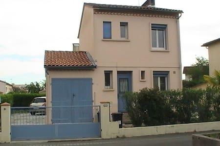 chambre individuelle de 10m2  environ dans maison - Villeneuve-Tolosane - Rumah