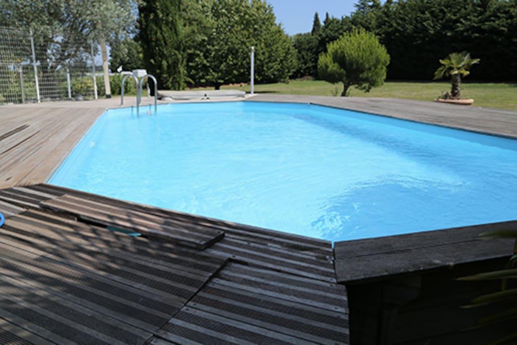 Une piscine pour jouer avec les enfants