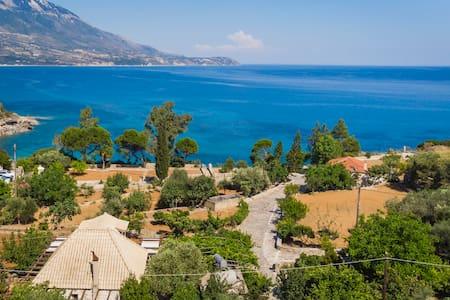 "Ploes Luxury Cottages ""Eleni"" overlooking the sea"