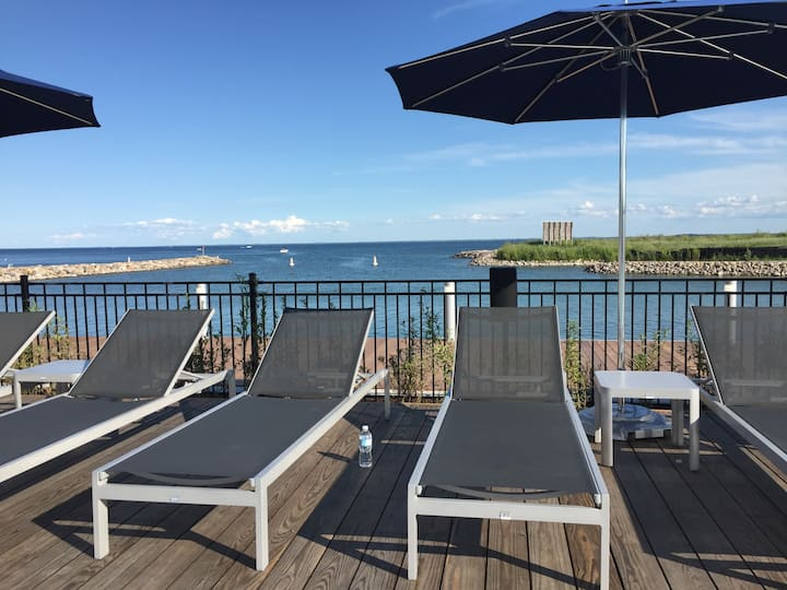 STUNNING 2BED FRIDAY HARBOUR RESORT CONDO W/VIEW