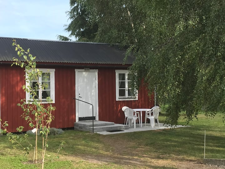 Liten enkel fristående stuga nr5 i Rinkaby 21kvm.
