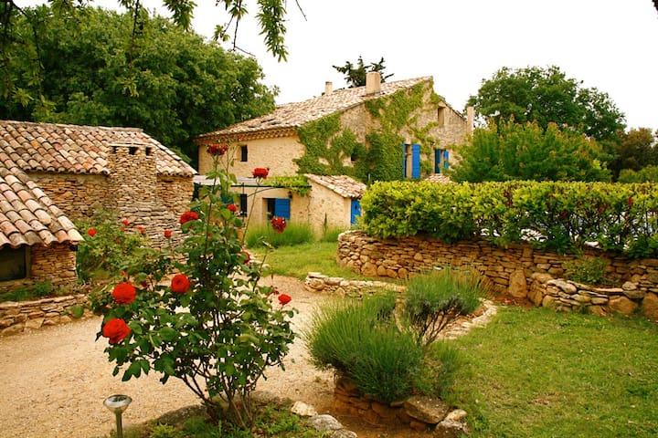 Gite du XVIIIe siècle. Site sublime - Saint-Hippolyte-le-Graveyron - Hus