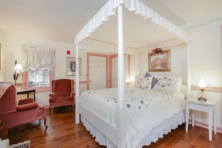 Private Suite 2, The Carriage House at Old  Mystic