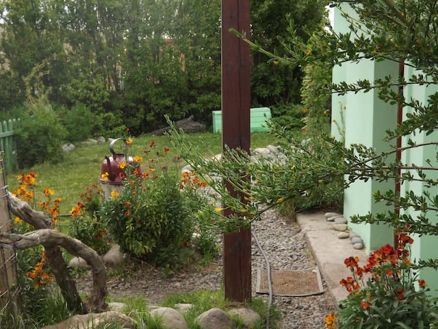 A charming  apartment with beautiful garden view - El Calafate - Casa