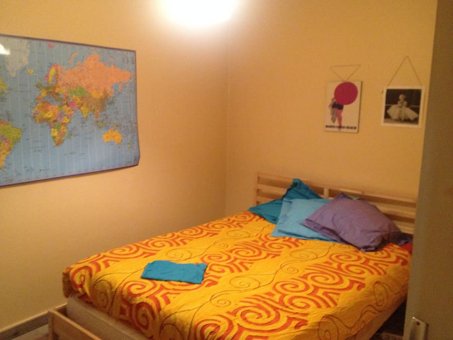 Chambre avec un vrai lit 2 places.